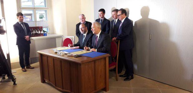 Unterzeichnung der Staedtepartnerschaftsurkunden