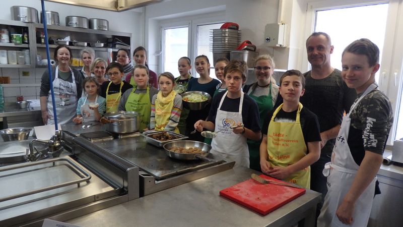 Gruppen Bild unserer kleinen Köche beim ersten Kochspaß 2019 – Griechisch kochen